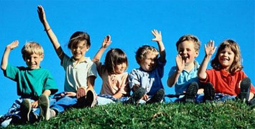 большое количество детей в селе Киселицы на Буковине