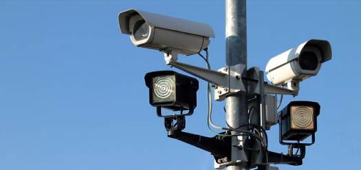 камеры наблюдения на столбе уличном